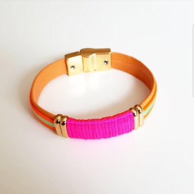 Pulseira de Couro com Tecido Pink e Tecido Colorido com Fecho Ímã