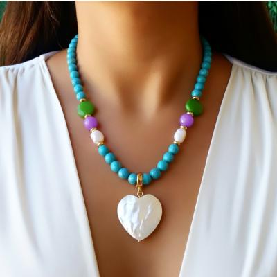 Colar coração madrepérola pedra natural turquesa e pedra jade natural