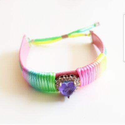 Pulseira de Couro Ajustável Coração Fusion com Tecido Tie Dye