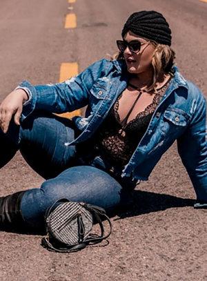 Jaqueta Jeans Destroyed Plus Size