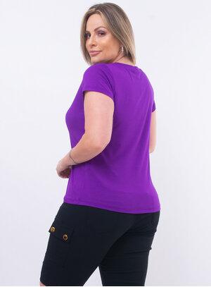 T-Shirt Plus Size Detalhe em Paetês e Strass
