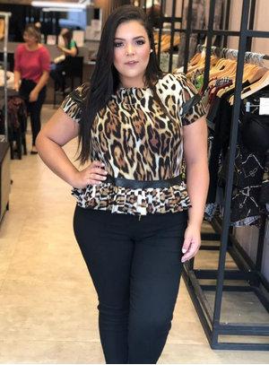 Blusa Plissada Animal Print Plus Size