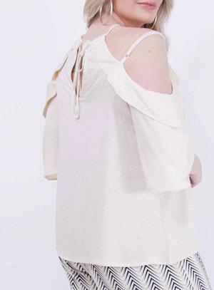 Blusa em Viscose Ciganinha com Detalhe de Madeira no Decote