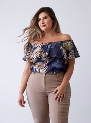 Blusa Ombro a Ombro Folhagens Plus Size