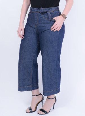 Calça em Jeans Pantacourt com Faixa Para Amarração