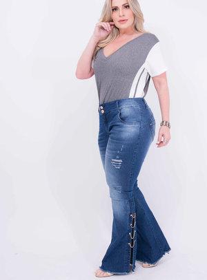 Calça em Jeans com Elastano Flare Destroyed com Detalhe em Correntes
