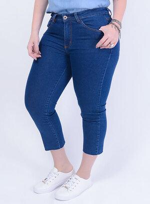Calça em Jeans com Elastano Capri com Barra Desfiada Stone