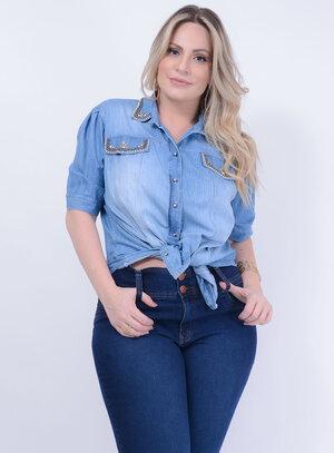 Camisa em Jeans com Mangas Curtas e Bordados na Gola e Bolsos