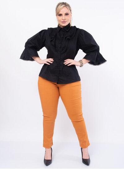 Camisa Plus Size com Recortes e Renda