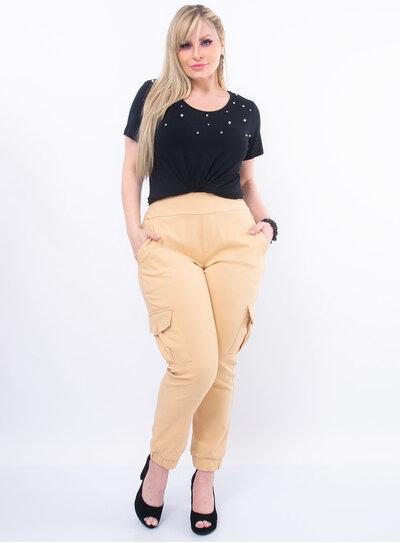 T-Shirt Plus Size com Pérolas
