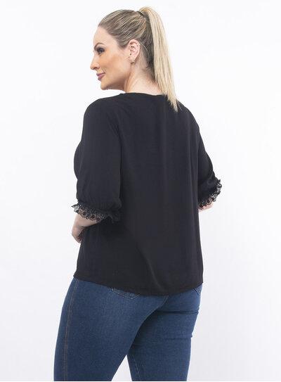 Blusa Plus Size com Detalhe em Plissado