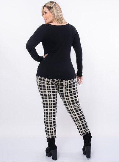 Blusa Plus Size Recorte no Decote