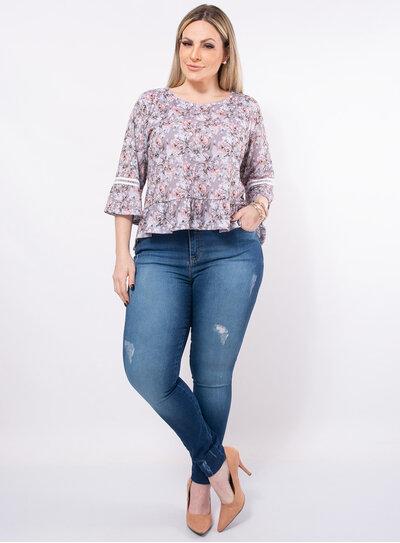 Blusa Plus Size Floral Detalhe em Renda