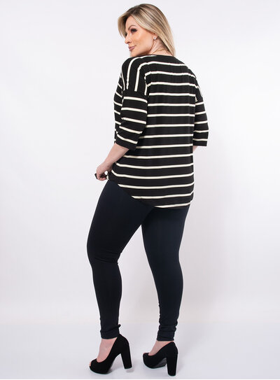 Blusa Plus Size Listrada Barra Arredondada