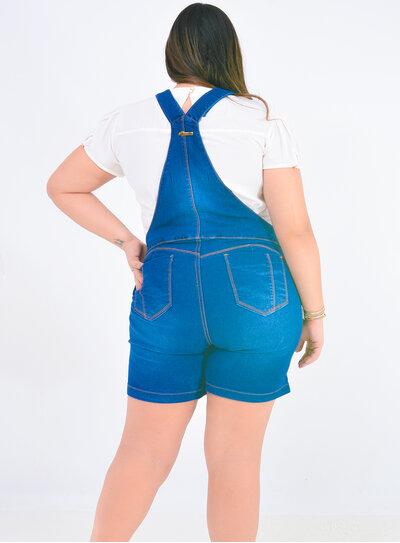 Jardineira Jeans Plus Size Curta