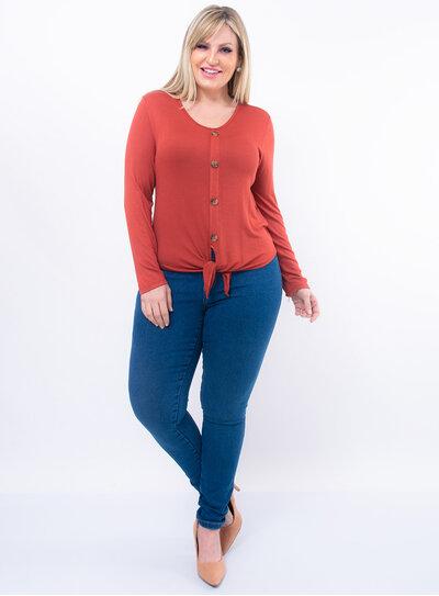 Blusa Plus Size em Malha com Detalhe em Botões