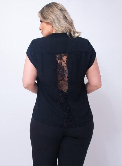 Camisa Plus Size Detalhe em Renda