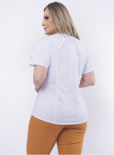 Camisa Plus Size Gola em Renda