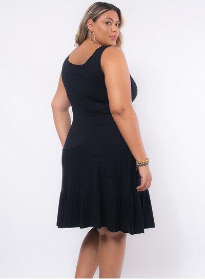 Vestido Plus Size Detalhe no Decote