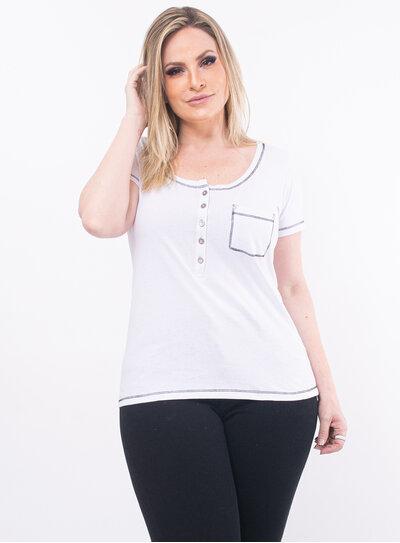 T-Shirt Plus Size Branca com Botões