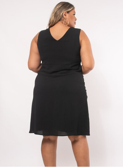 Vestido Plus Size Detalhe em Relevo