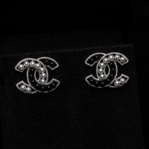 Brinco Chanel Preto com Prata