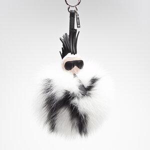 Chaveiro Fendi Super Karlito em couro e vison nas cores preto e branco