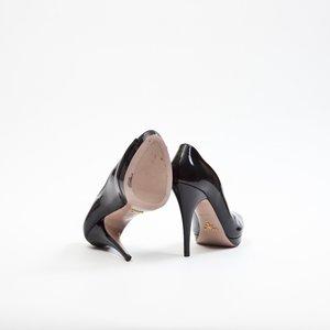 Sapato Prada Peep Toe em verniz preto