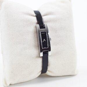 Relógio Gucci com pulseira em verniz preta