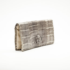 Clutch Bottega Veneta em Phyton natural