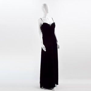 Vestido Giorgio Armani longo em veludo preto