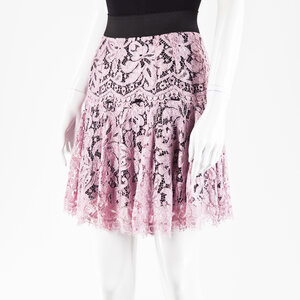 Saia Dolce & Gabbana em renda rosa