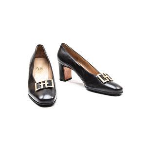 Sapato Salvatore Ferragamo em couro preto