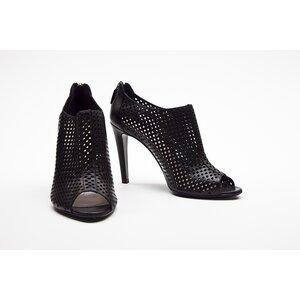 Ankle Boot Prada em couro preta