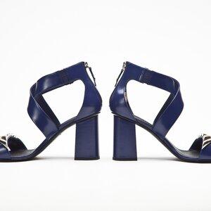 Sandalia Louis Vuitton em couro azul bic