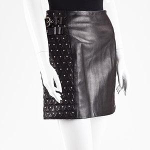 Saia Versace em couro preta