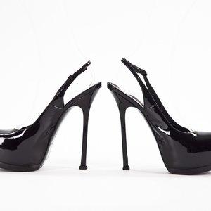 Sapato YSL em verniz preto