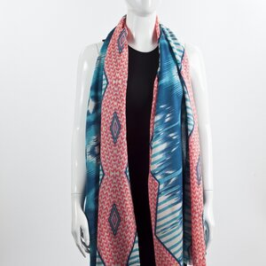 Echarpe Matthew Williamson azul, branco e rosa