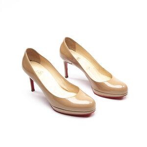 Sapato C. Louboutin Verniz Nude