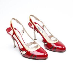 Sapato Prada em verniz vermelho Sapato Prada em verniz vermelho ed9c1eaa8d