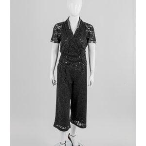Blazer com calça Chanel em renda preta