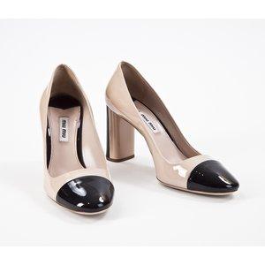 Sapato Miu Miu verniz nude e preto