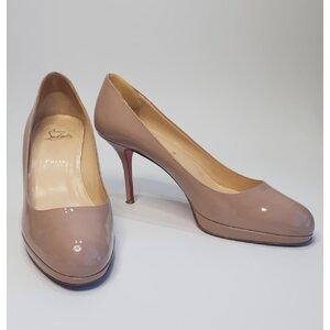 Sapato C. Louboutin em Verniz Bege