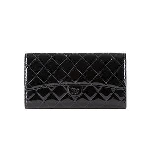 Clutch/Carteira Chanel em verniz preta