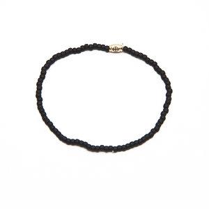 Pulseira Missangas preta com fecho em ouro