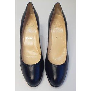 Sapato C. Louboutin em Couro Preto
