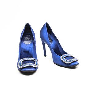 Sapato Roger Vivier em cetim azul bic