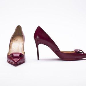 Sapato Louboutin vermelho em couro