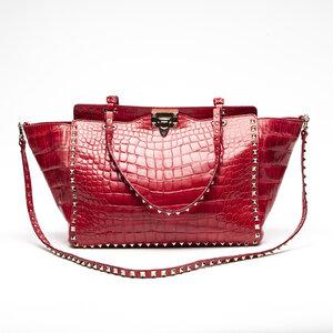 Bolsa Valentino Rockstud em croco vermelha