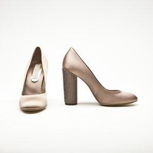 Sapato Stella McCartney em cetim bege